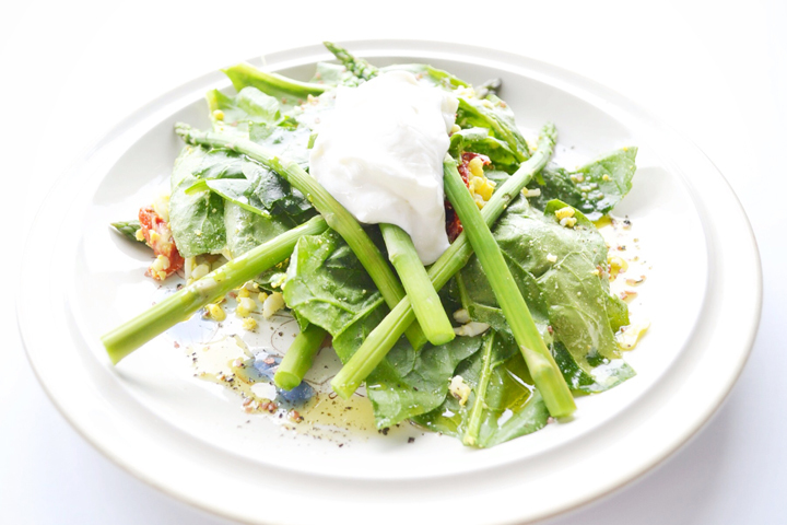 Salad-with-eggs-and-spinach